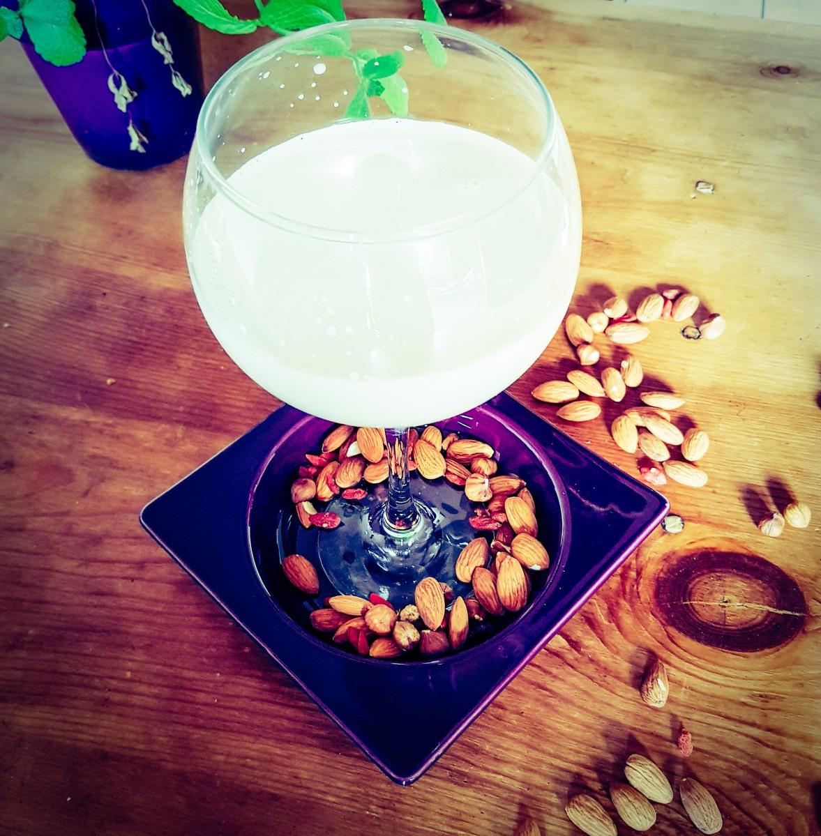 Boisson vegan aux amandes-noisettes parfumée aux baies de Goji