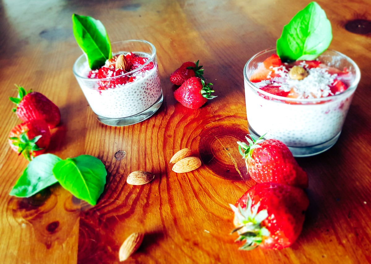 "Verrine aux graines de chia ""red fruits""et lait d'amande ."