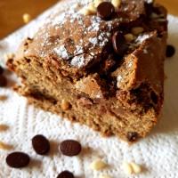"""""""Cake GF moelleux aux notes de café-choco, pignons de pins et de châtaigne"""""""