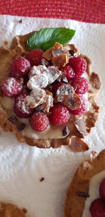 tartelettes framboises à la crème de soja vanille et amandes effilées